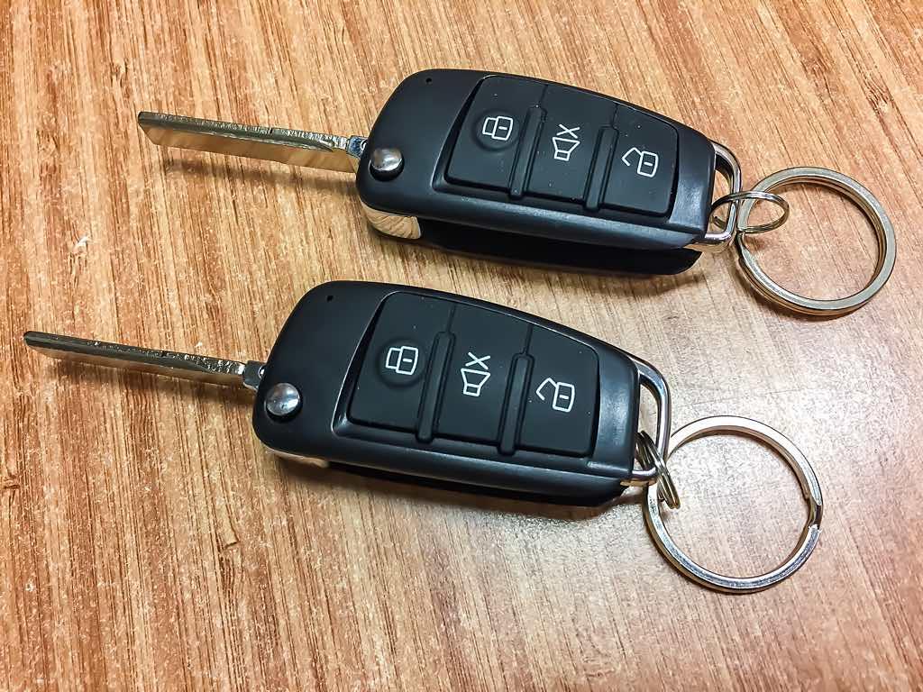 red_car_bicskas_kulcsos_kozpontizar_taviranyito_modul